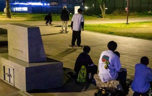 【広島】原爆犠牲者の慰霊碑 スケボーをひっかけて技の練習、台座が黒ずむ…被害者友の会「私達の平和活動が足りなかったのだろうか」  [ばーど★]