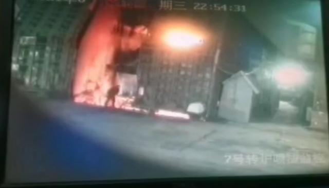 【速報】 中国、国営鉄鋼企業で男性社員が溶鉱炉に飛び込み自殺 「中国株で大きな債務に悩み…」  [お断り★]