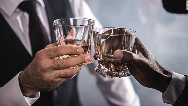 【英研究】<飲酒>量にかかわらず脳に悪影響!どれだけ少量でもアルコールを摂取すればその分脳の健康は悪化...  [Egg★]