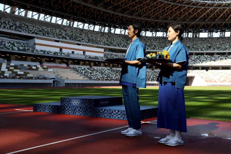 【ファッション】東京五輪表彰式の衣装が不評?「健康ランドみたい」「さすがにサンダルはない」厳しい声が  [muffin★]